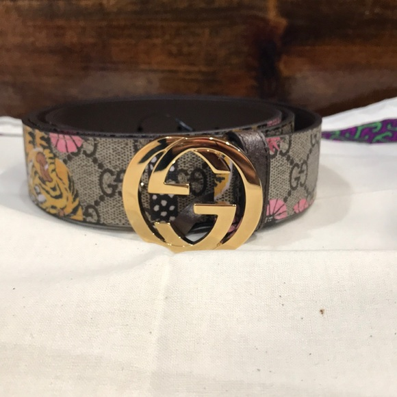 5b62f0b0872 Gucci Accessories - Gucci Women s GG Supreme Bengal Belt